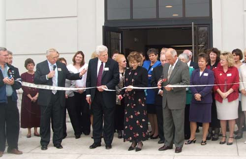 A Ribbon Cutting is a great way for the Chamber and other groups to recognize new businesses